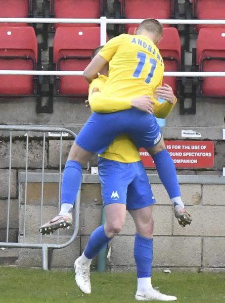 1 David Holmes Lemon holds Andrews WOking